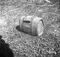"""""""Štulc"""" - posoda za grozdje, pozneje za mošt itd. (višina 24cm, premer zgoraj 28 cm, premer spodaj 34cm). Putrh so nosili ob pasu na hrbtu, pritrjen na usnjenem ali platnenem pasu, Vrh 1961.jpg"""
