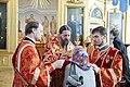 Епископ Феодосий (Иващенко) причащает в Никольском морском соборе.jpg