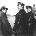 Л. Д. Троцкий (справа) и Д. Бедный (в центре) под Казанью 1918.png