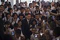 กลุ่มนักเรียนโรงเรียนอนุบาลปัตตานี เยี่ยมคารวะนายกรัฐม - Flickr - Abhisit Vejjajiva.jpg