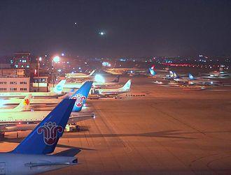 Guangzhou Baiyun International Airport (former) - Image: 广州老白云国际机场夜景3711711