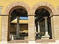 003 Rentador públic, c. Marín (Castelló d'Empúries), arcs de la façana.jpg