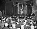 100 jaar Noordzeekanaal, herdenking in raadhuis van Velsen links burgemeester va, Bestanddeelnr 917-5129.jpg