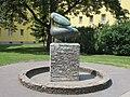 1210 Prager Straße 93-99 - Franz Jonas-Hof - Brunnenplastik Pelikan von Alois Heidel 1958 IMG 4771.jpg
