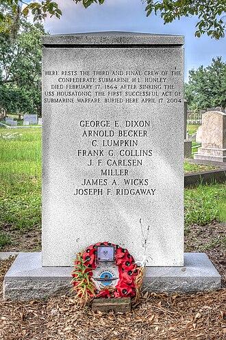 Magnolia Cemetery (Charleston, South Carolina) - Image: 16 20 146 hunley