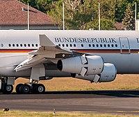 17-05-27-Flughafen Berlin TXL-b RR71200.jpg