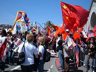 Pro-Tibetan protesters come into contact with pro-Chinese protesters in San Francisco 2008 Olympic Torch Relay in SF - Embarcadero 47.JPG