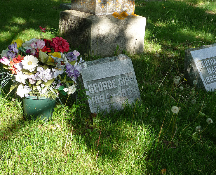 The grave of George Gipp, Lake View Cemetery, Calumet, Michigan, USA., courtesy of the Wikipedia Commons