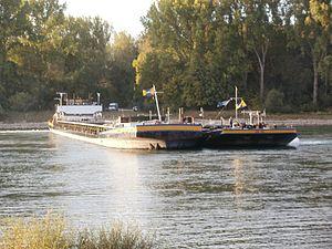 20110929Schiffswendemanoever Rheinhausen3.jpg