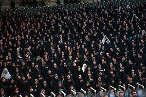 Dua - Shiites praying and making Du'a in Najaf