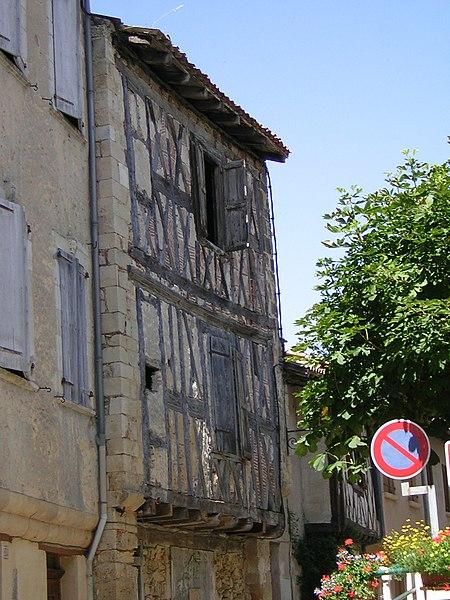 Antigua casa en Aurignac (Alto Garona, Francia).