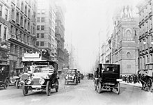 Fifth Avenue, 1918, fotografia dalla Library of Congress Collection.