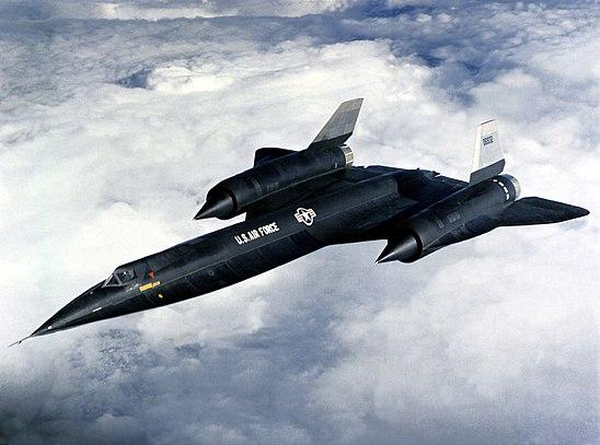 https://upload.wikimedia.org/wikipedia/commons/thumb/0/04/A12-flying.jpg/548px-A12-flying.jpg