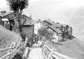 Abmarsch der Maultierkolonne aus einem Walliser Dorf - CH-BAR - 3239703.tif
