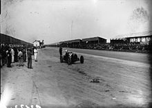 Photo d'Achille Varzi pilotant une Bugatti Type 51 au Grand Prix de Tunisie 1932.