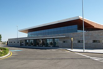 Albacete Airport - Image: Aeropuerto Los Llanos exterior