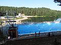 Ahveniston maauimala, avajaispäivän aamuna 26.7.2014, allas ja järvi.jpg