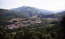 Amélie-les-Bains-Palalda - vue générale d'Amélie-les-Bains et du pic du Canigou.jpg