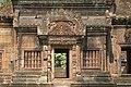 Angkor-Banteay Srei-28-Mandapa-2007-gje.jpg