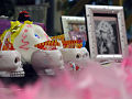 Anna Nicole Smith Ofrenda Detail (1804281435).jpg