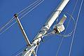 Antenne de radar marine et barres de flèche.JPG