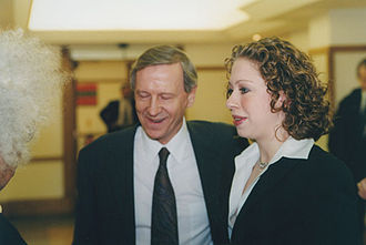 Anthony Giddens - Giddens and Chelsea Clinton at the LSE in 2001