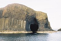 Approaching Fingals Cave - geograph.org.uk - 1138913.jpg