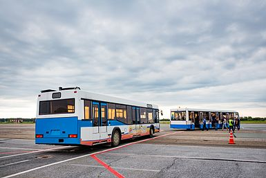 Apron buses at Tomsk airport.jpg