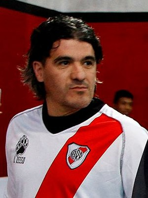 Ariel Ortega - Ortega in a River Plate shirt in 2013