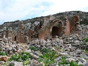 Arkoudiotissa Cave - Image: Arkoudiotissa Ruinen davor