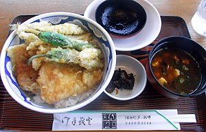 Hypomesus nipponensis - Fried wakasagi in a Japanese dish, under the green peppers