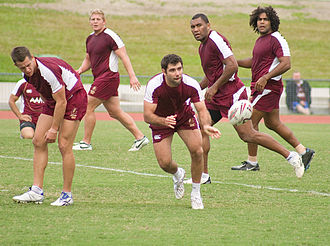 Cameron Smith - Smith (centre) training with the Maroons in 2009.