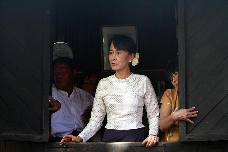 File:Aung San Suu Kyi gives speech at a memorial service.JPG