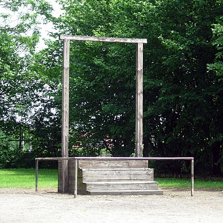 Gallows in Auschwitz I where Rudolf Höss was executed on 16 April 1947 AuschwitzGallows2006.JPG