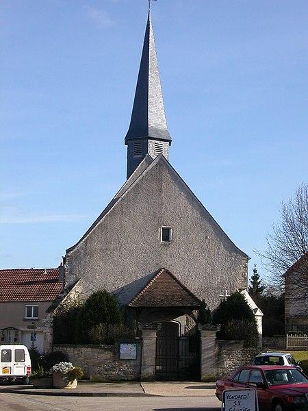 ÉGLISE SAINT SÉBASTIEN DE BELLEFOND (Côte d'or)  En 1533 le Cardinal Duprat, légat de France, accorde aux «manants» de Bellefond, l'autorisation d'ériger une église. Celle-ci devrait faire à l'origine 12m x 8m, c'est-à-dire la dimension du chœur actuel. En 1541, l'église de Bellefond est consacrée à Saint Sébastien. On ne connaît pas les dates des différentes phases modificatives de l'architecture initiale: destruction de la voûte du chœur, création d'un clocheton sur le chœur, création de la nef actuelle. En 1750, Saint-Sébastien est érigée en cure. En 1854, un projet de restauration avec extension de l'édifice en partie ouest, avec un clocher de 17m de haut est envisagé. Le clocher pointu est de réalisation récente.