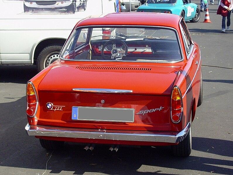 796px-BMW_700_rear.jpg