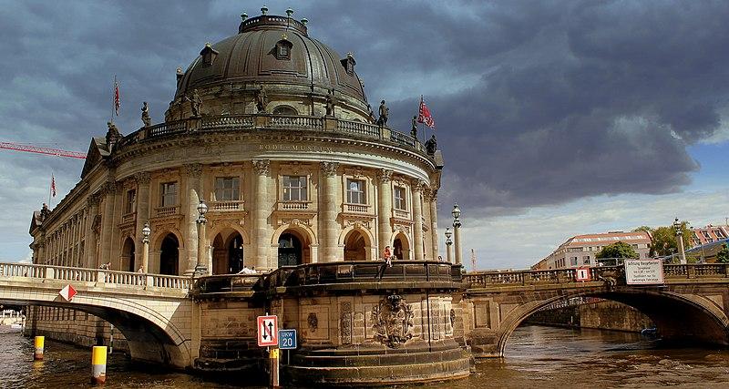 File:BODE MUSEUM ISLAND RIVER SPREE BERLIN GERMANY JUNE 2013 (9130974236).jpg