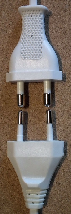 AC power plugs and sockets: British and related types - Comparison of (top) the BS 4573 shaver plug with its parallel 5.1 mm pins that are 16.66 mm apart with the Europlug with its 4 mm pins converging slightly from a distance of 19 mm apart