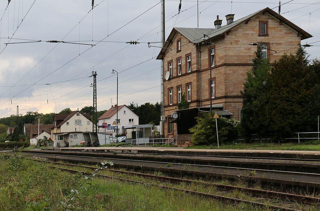 Bahnhof Messel Empfangsgebaeude 2015