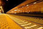 Bahnhof Uelzen und ein Güterzug (20833495362).jpg