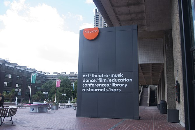 English: Sign outside the Barbican Arts Centre...