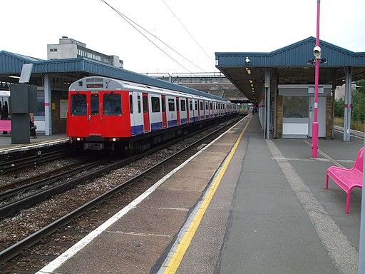 Barking station platform 6 and 7 look east