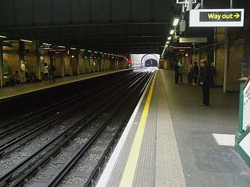 Bayswater station look anticlockwise