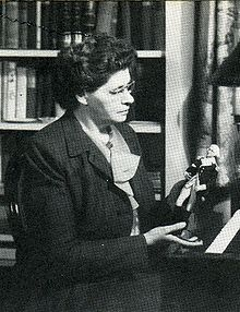 Black and white photo of novelist Lorna Beers.