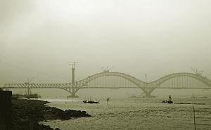 Beijing–Shanghai high-speed railway - Dashengguan Yangtze River Bridge under construction in Nanjing.