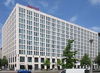 Marriott Hotels & Resorts - Image: Berlin, Tiergarten, Inge Beisheim Platz 1, Hotel Marriott Berlin