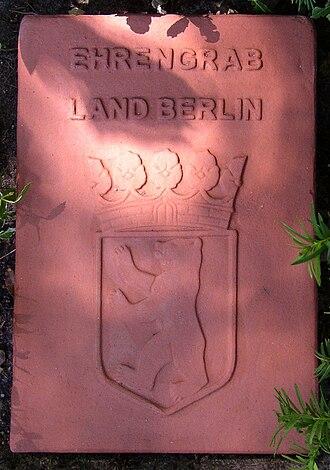 Ehrengrab - A stone tablet Ehrengrab marker in Berlin
