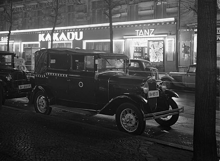 "The ""Kakadu"" (1919-1937), one of Berlin's best-known dance- and nightclubs since the early 1920s, offered a bar, a dance floor, live music played by jazz band, and cabaret. Berlin Joachimsthaler Strasse 191-0462.jpg"
