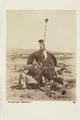 """Bild från familjen von Hallwyls resa genom Algeriet och Tunisien, 1889-1890. """"En bärstol (Bassour) - Hallwylska museet - 91959.tif"""