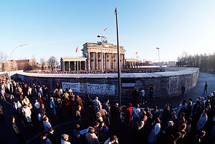 Crowds at the Brandenburg Gate on 1 December 1989. The entrance to the Western side was still not opened. BrandenburgerTorDezember1989.jpg